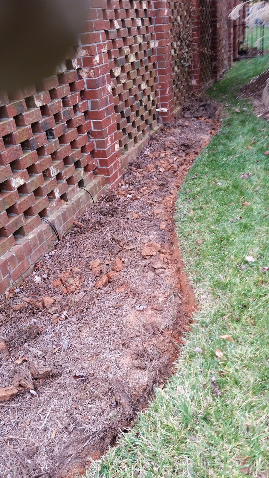Proper bed edging with a flat spade