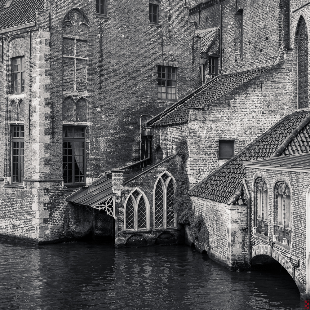 You cannot build like this, it needs to grow over centuries. Bruges