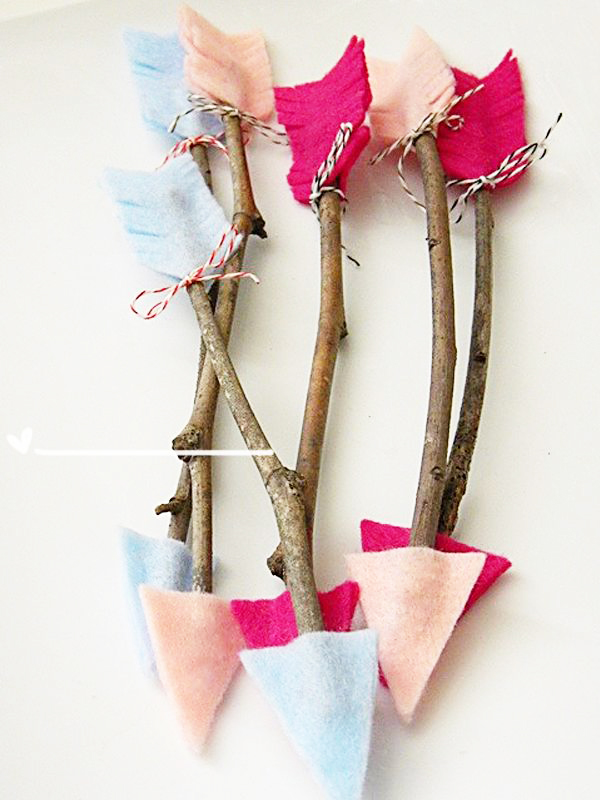 Cute arrows made from sticks and felt! Great for Valentine's Day