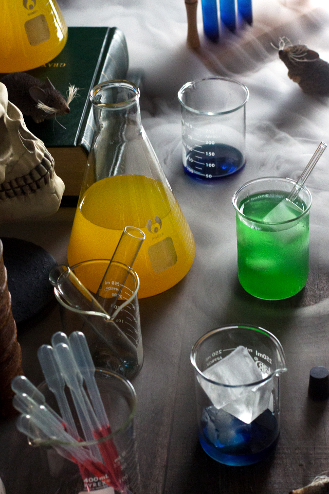 This is my favorite Halloween idea ever!  Halloween Drink Lab !