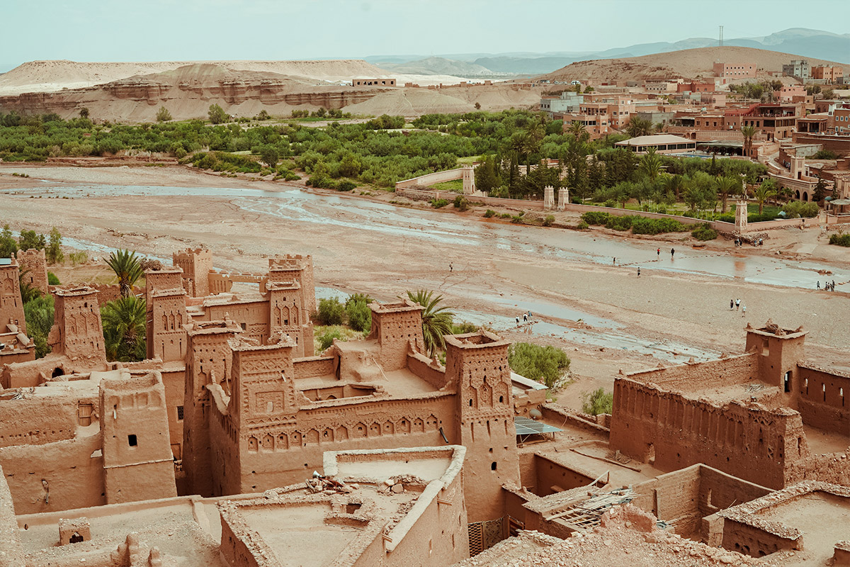 Explore to Lunar Hostel - Throughout our drive, we'll be exploring the Moroccan country side, including famous villages like Aït Benhaddou, as well as silversmiths, Moroccan craft workers, and exploration spots throughout.