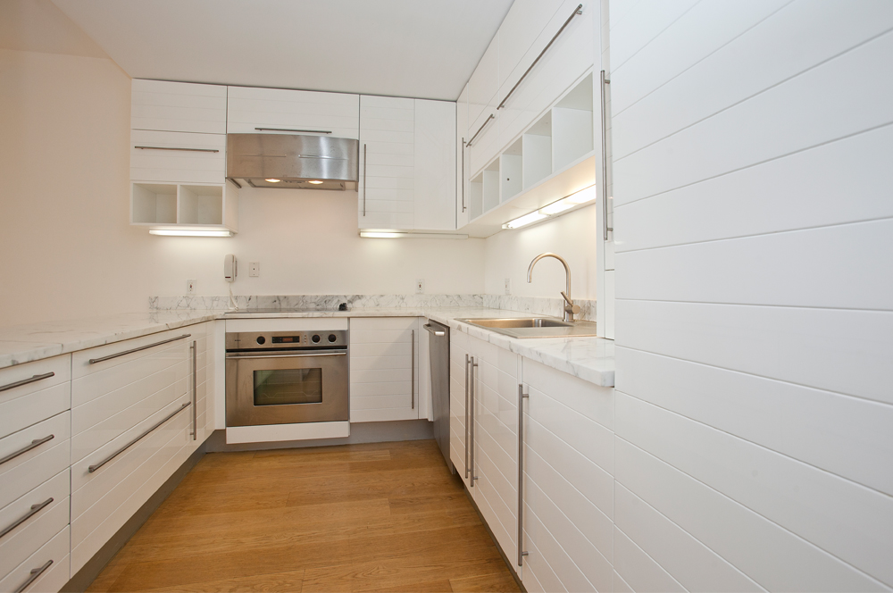 Fifth_Avenue_641_38G_Kitchen_.jpg