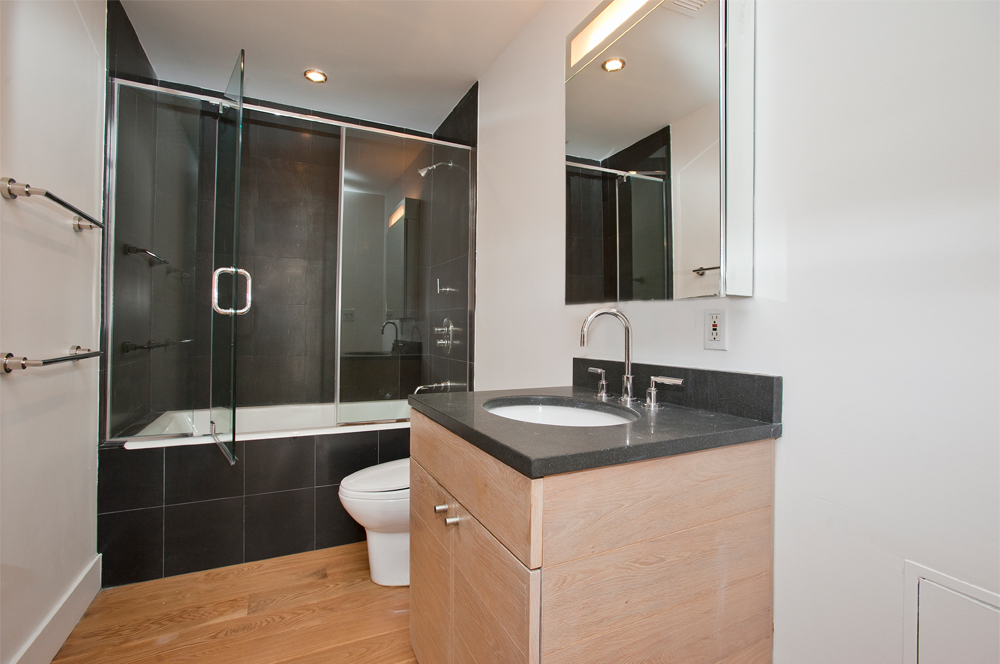 Fifth_Avenue_641_38G_Bathroom_.jpg