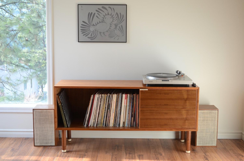 Record player console walnut.jpg