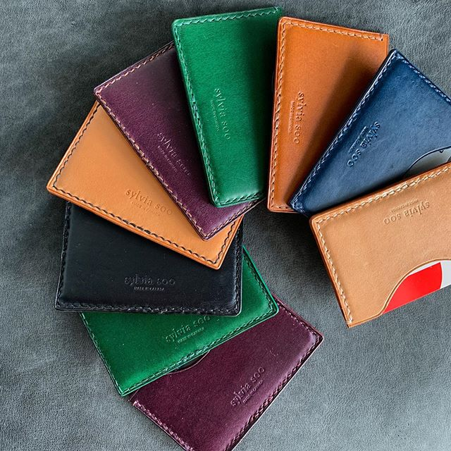 A mix of slim solo and duo coloured Italian Buttero card holders created in our Edmonton, Canada studio. Which colour is your favourite?