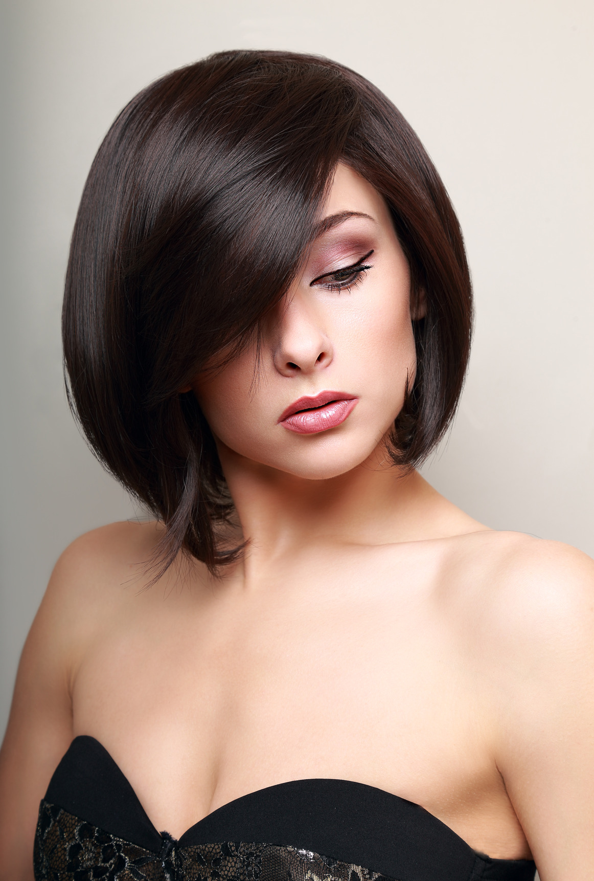 photodune-7592541-beautiful-makeup-woman-black-short-hair-style-vogue-portrait-m.jpg
