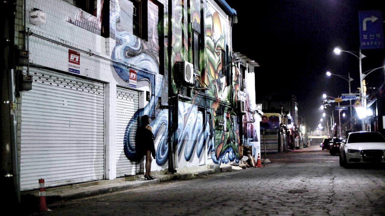 graffitti_woman.jpg