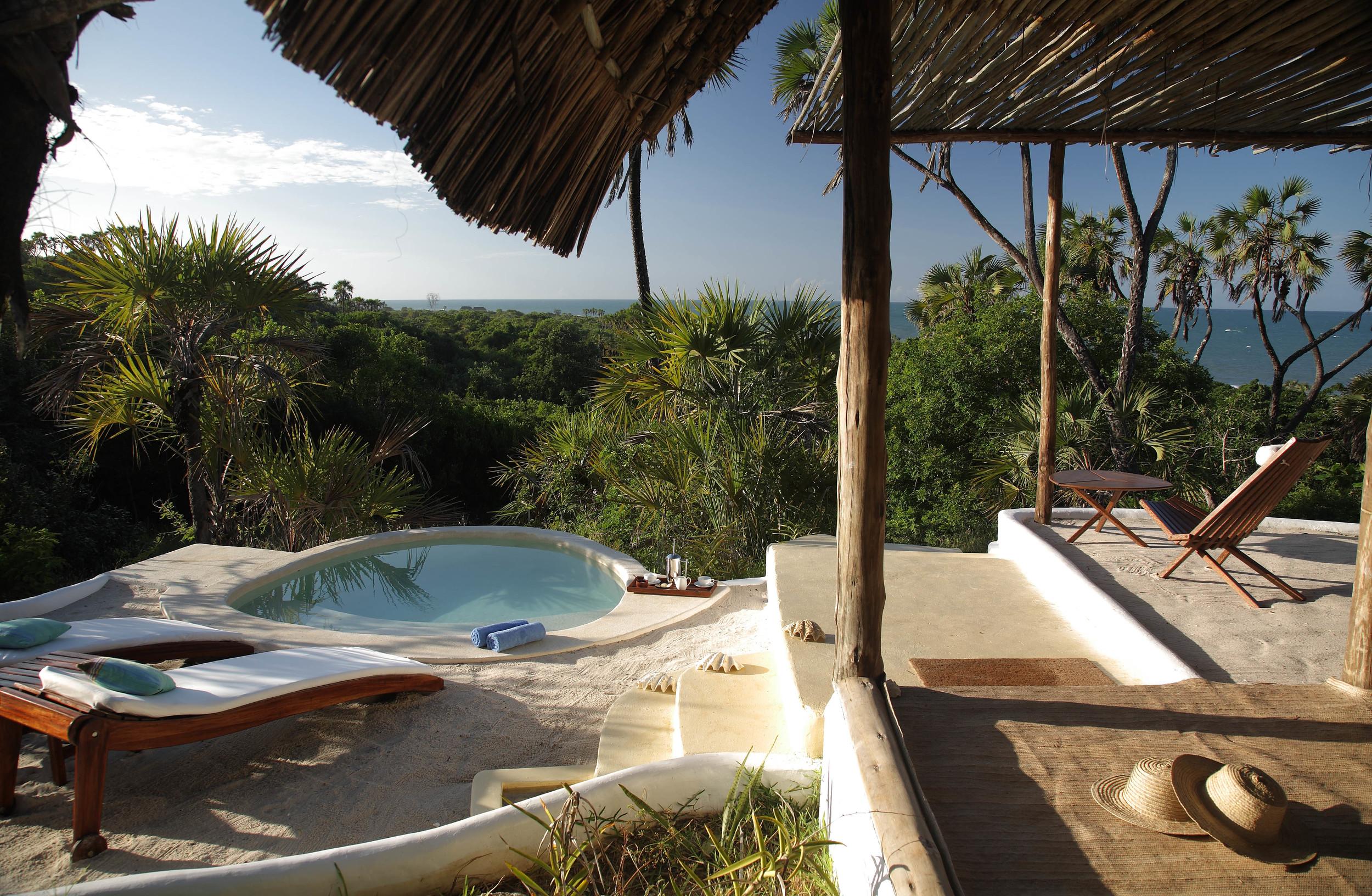 Private plunge pools at the Ras Kutani suites.jpg