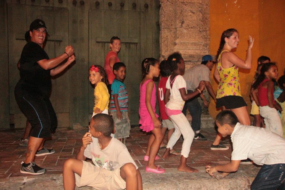 7.15.12 Zumba en la Plaza de la Trinidad (6).jpg