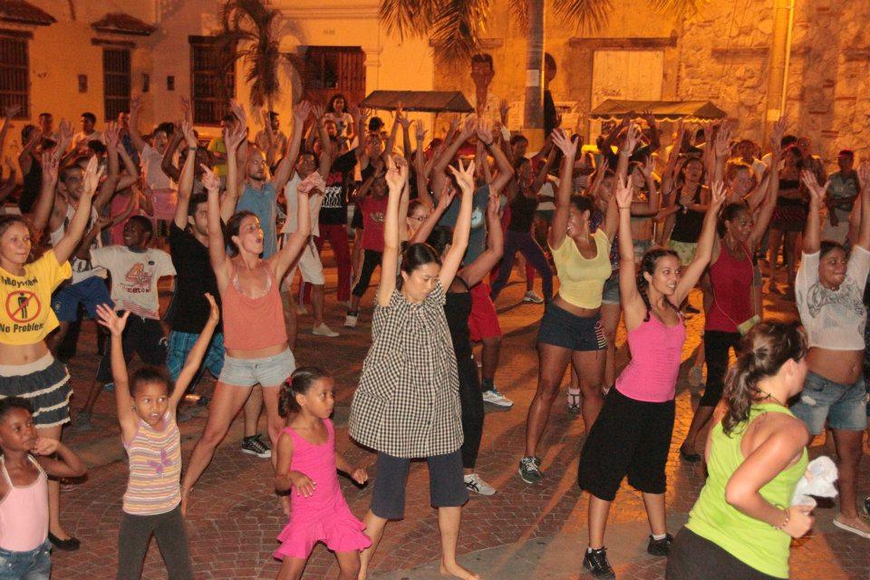 7.15.12 Zumba en la Plaza de la Trinidad (2).jpg