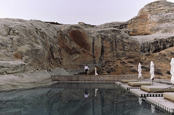 Girl gets engaged at Amangiri in Utah