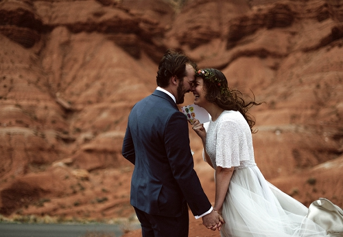 Couple exchanges vows in utah desert