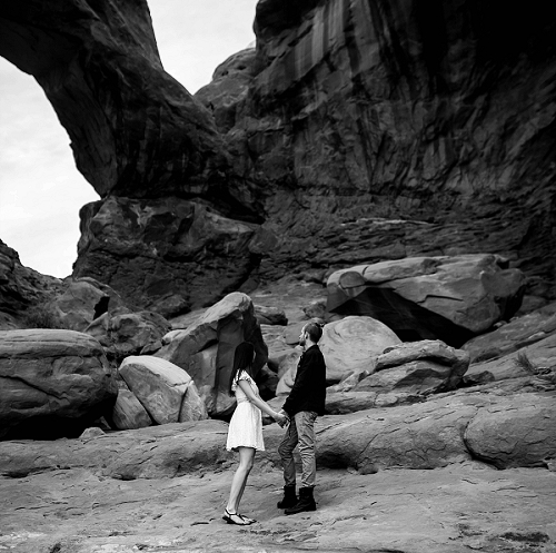 Engagement photo in Utah desert