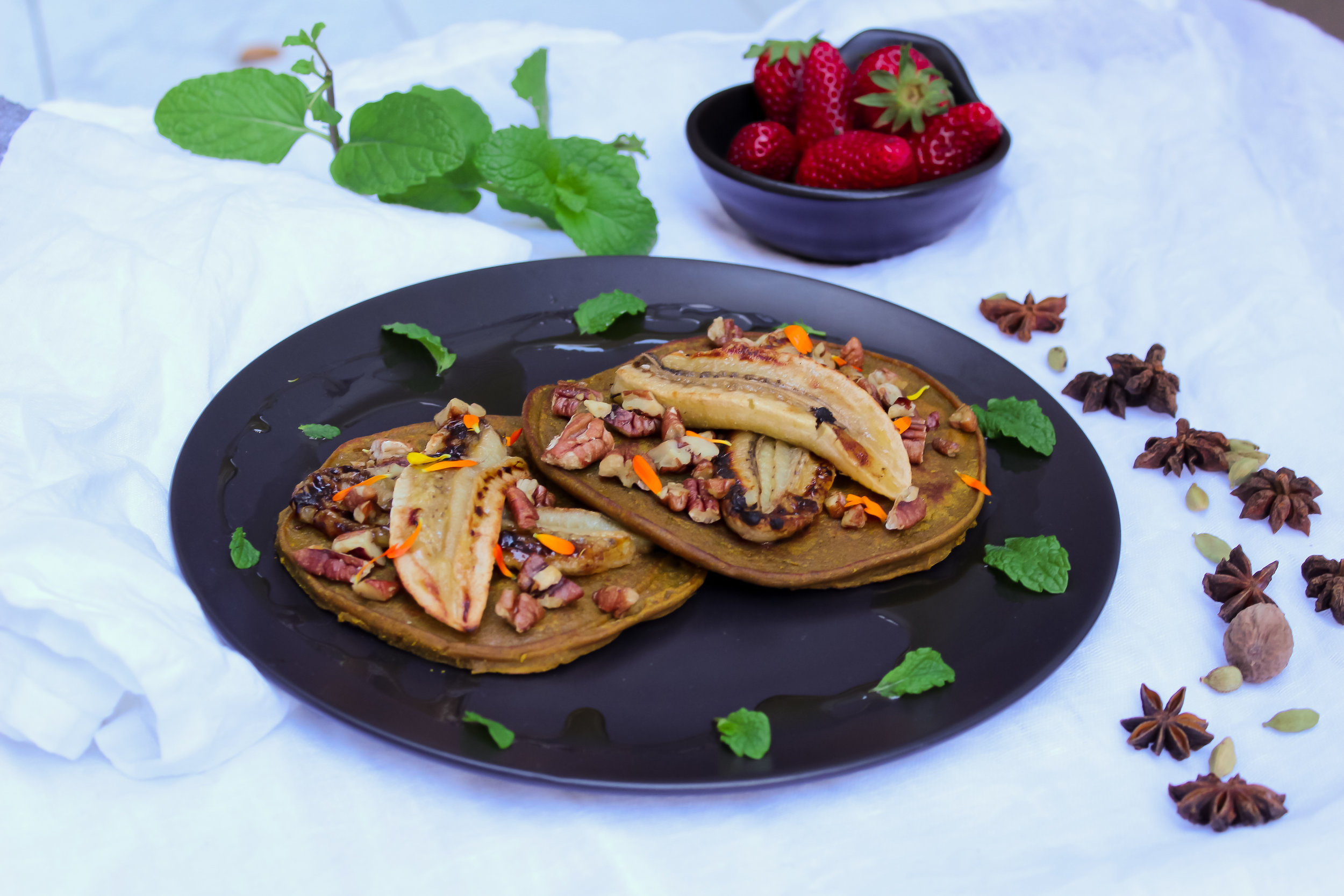SPICED PUMPKIN PANCAKES WITH GRILLED BANANA AND CANDIED PECANS | vegan, dairy free, gluten free, egg free, healthy  , easy, plant based  , refined sugar free, recoveringraw.com, recovering raw