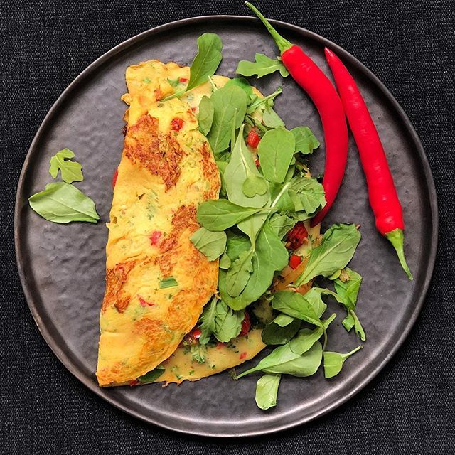 Vegan omelettes are best enjoyed in the sunshine with lashings of hot chilli relish and fresh greens. Ideal Friday-eve situation 🔥