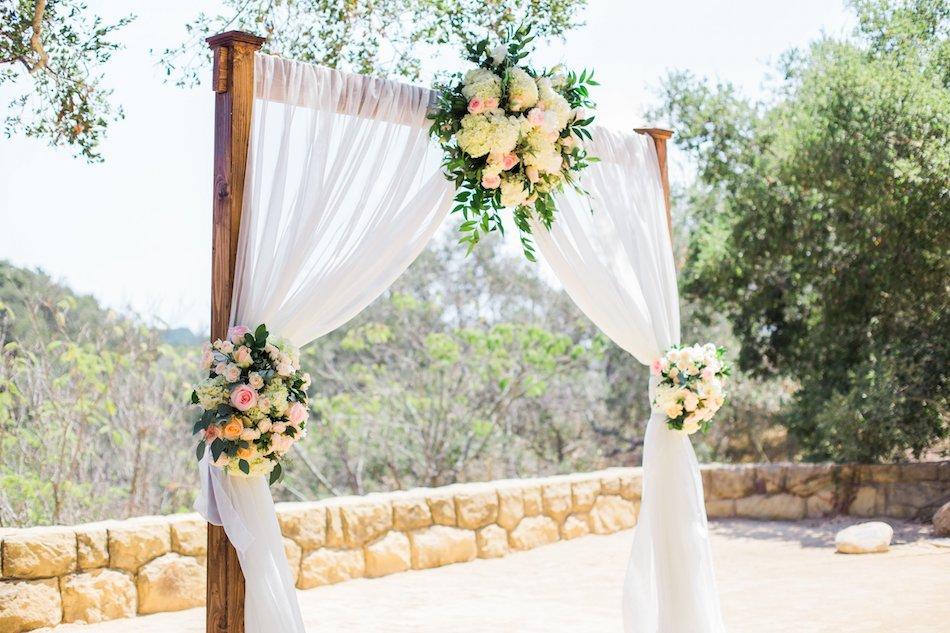 burlap-and-bordeux-dave-justine-josh-newton-wedding-3.jpg