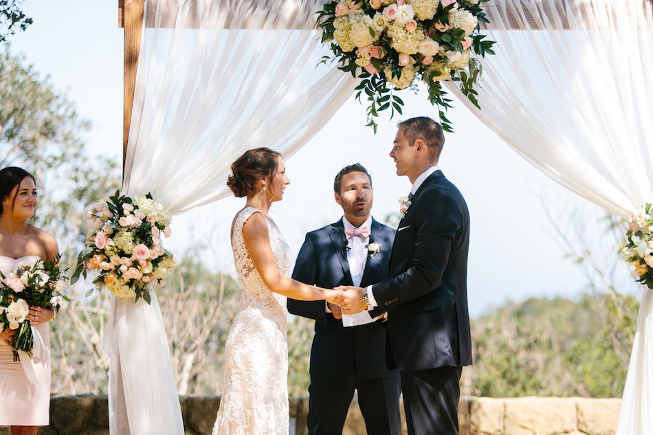 burlap-and-bordeux-dave-justine-josh-newton-wedding-4.jpg