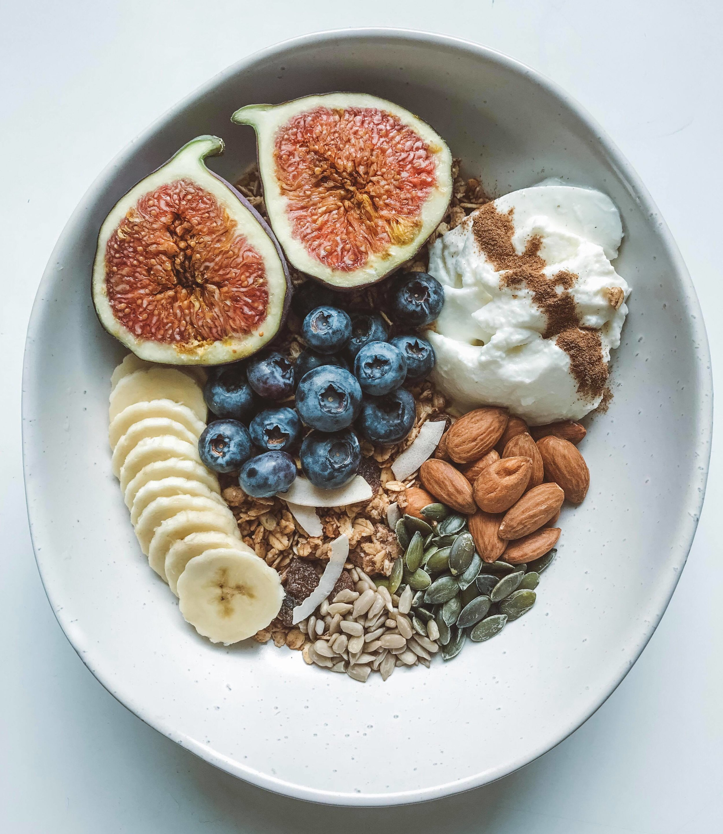 Breakfast, one day in London, getting all fAnCy for the gram. Deliciously Ella granola, fruit, yoghurt, nuts and seeds.