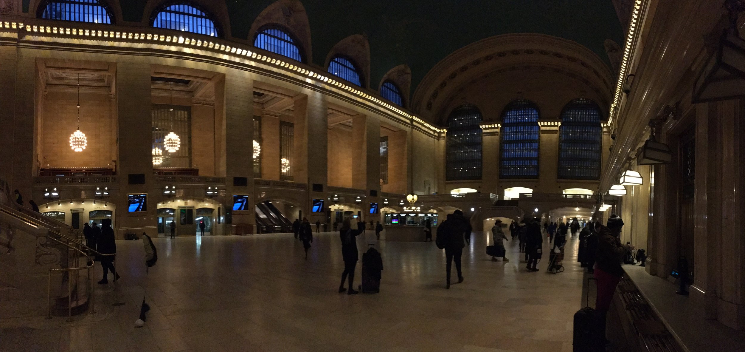 Grand Central Station - Drinking coffee and people watching