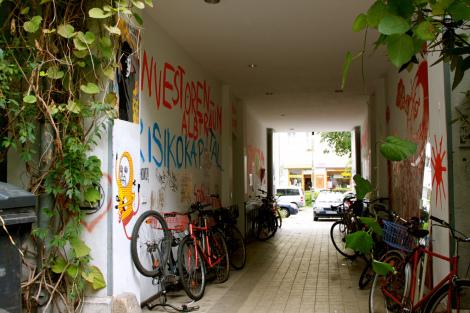 Make Living Space Cast out Investors, Berlin September 2011. Photo: Portland Street Art Alliance