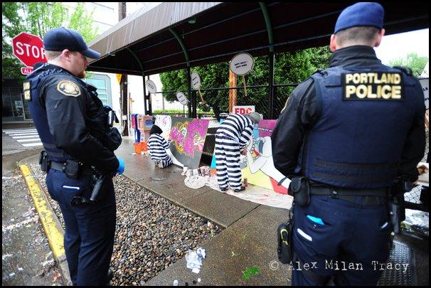 01_09_portland_police_arrive_at_scene_of_graffiti_abatement_summit_protest.jpg