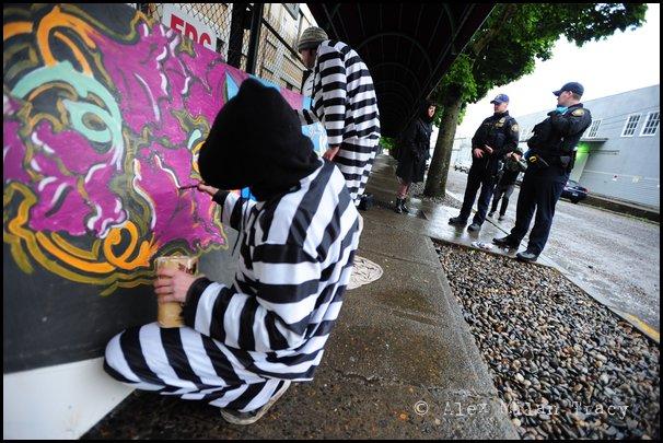 01_11_portland_police_arrive_at_scene_of_graffiti_abatement_summit_protest.jpg
