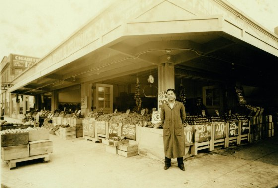 Independent Fruit & Produce Co. at 705 SE MLK in 1932 (City of Portland Archives)