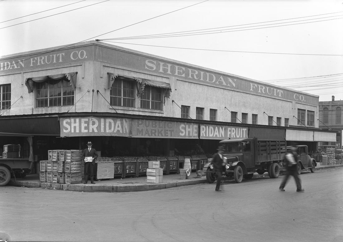 Sheridan Fruit Company at 333 SE Alder St (Public Works Administration Archives)