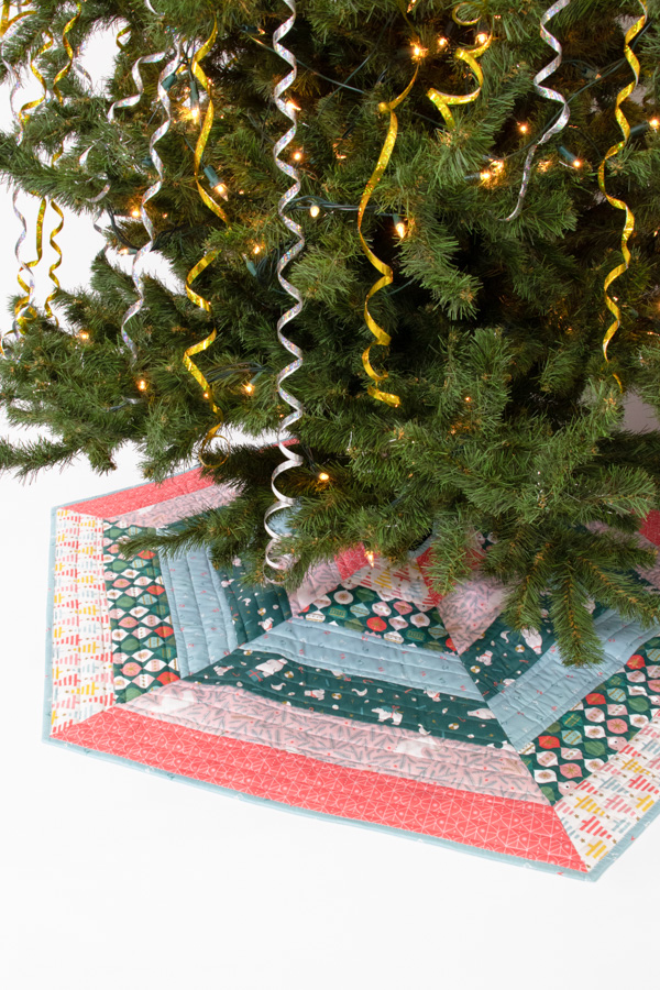 Holly Jolly Christmas Tree Skirt - pattern by  A Bright Corner .