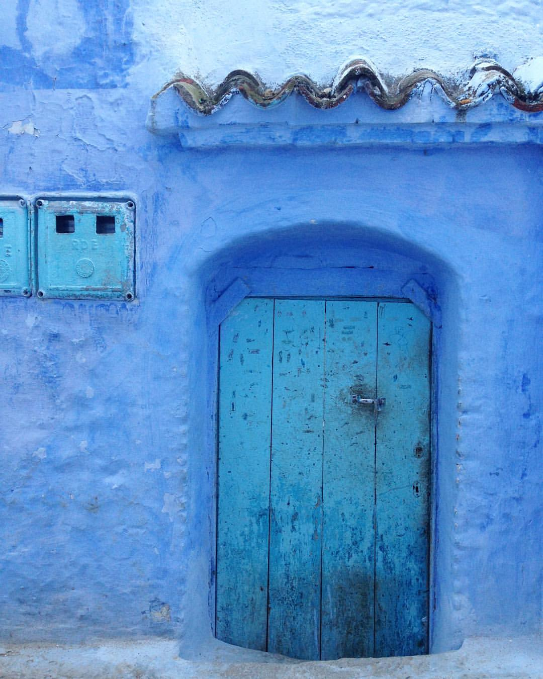 In a different city in Morocco and I'm confused as to why houses and buildings are not BLUE 🙆🏼  💙🔵💎💦🙏🏽💧 #BlueWithdrawls #WhatNow #AshleyLess @ashleybeer 😂😂