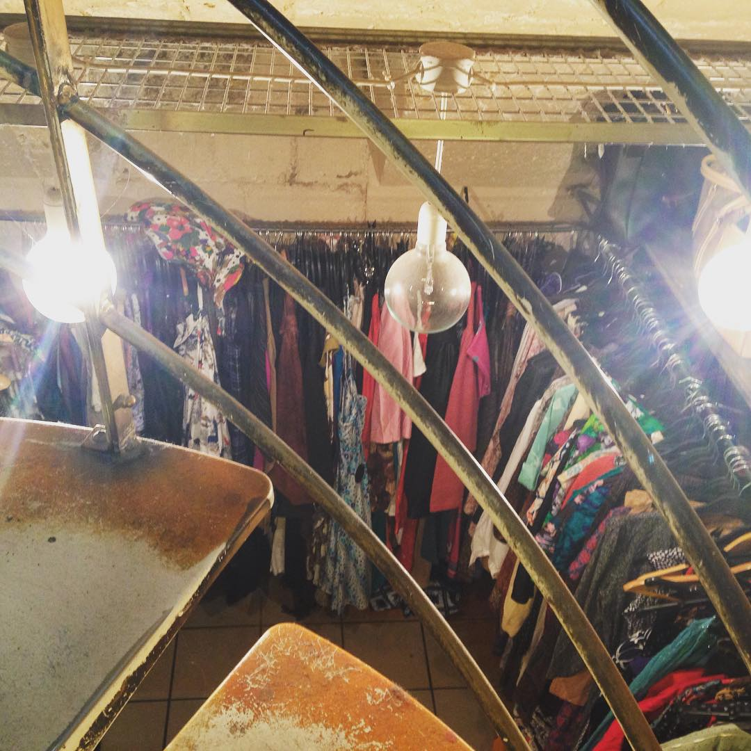 #Vintage shopping in #Pari 😁👏🏽👏🏽👏🏽🍷🚬👌🏽🇫🇷
