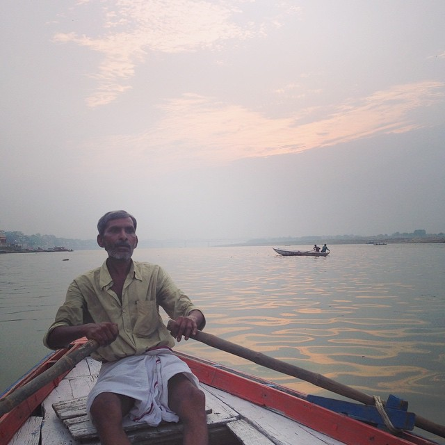 Last morning on the #Ganga in this crazy beautiful city #Varanasi  5am sunrises over the holy water 👌🏾 🚣🏾🌅🏊🏾