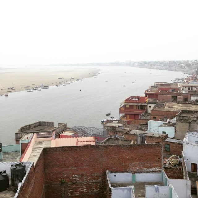Breakfast with a view of the #Ganga #Varanasi #IncredibleIndia 🙏🏾🌌👌🏾