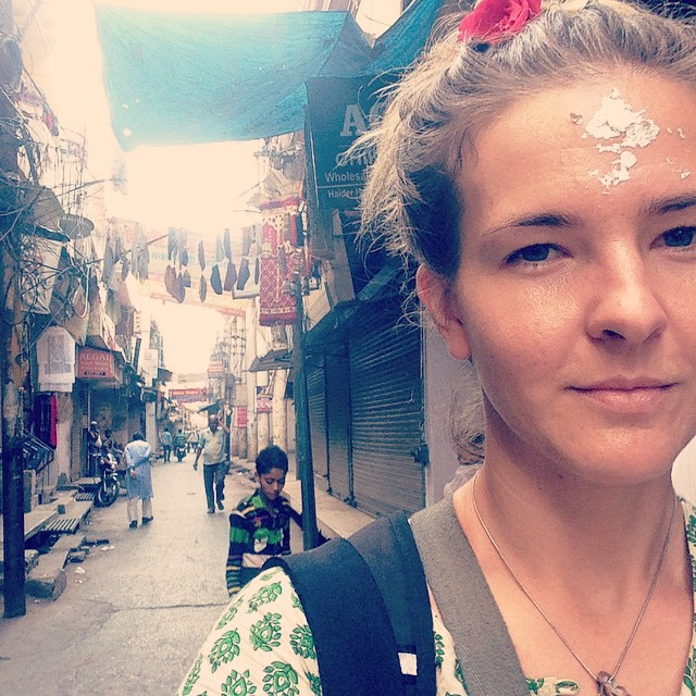 You get a lot of random substances rubbed on your forehead in India. But this one was a first…👸🏼💍🔨 Went to a shop where they make silver leaf- takes 4 hours to flatten a small piece of silver by hand into silver leaf and then is sold for 4 rupee (10 cents). They use it in Indian sweets but also in auvedyic medicine, they said it is 'cooling' to the body which makes sense.. Then the dude stuck it on my forehead.. Haha decorated with a rose I was given at the flower markets. 🙏🏾🌹👌🏽 #Incredibleindia #Lucknow #Oldcity #Silver