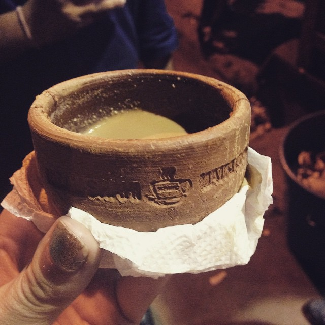 Late night nazami street #chai in adorable 'disposable' custom terracotta cup. 👌🏾🙏🏽 🇮🇳☕️#incredibleindia #Hyderabad