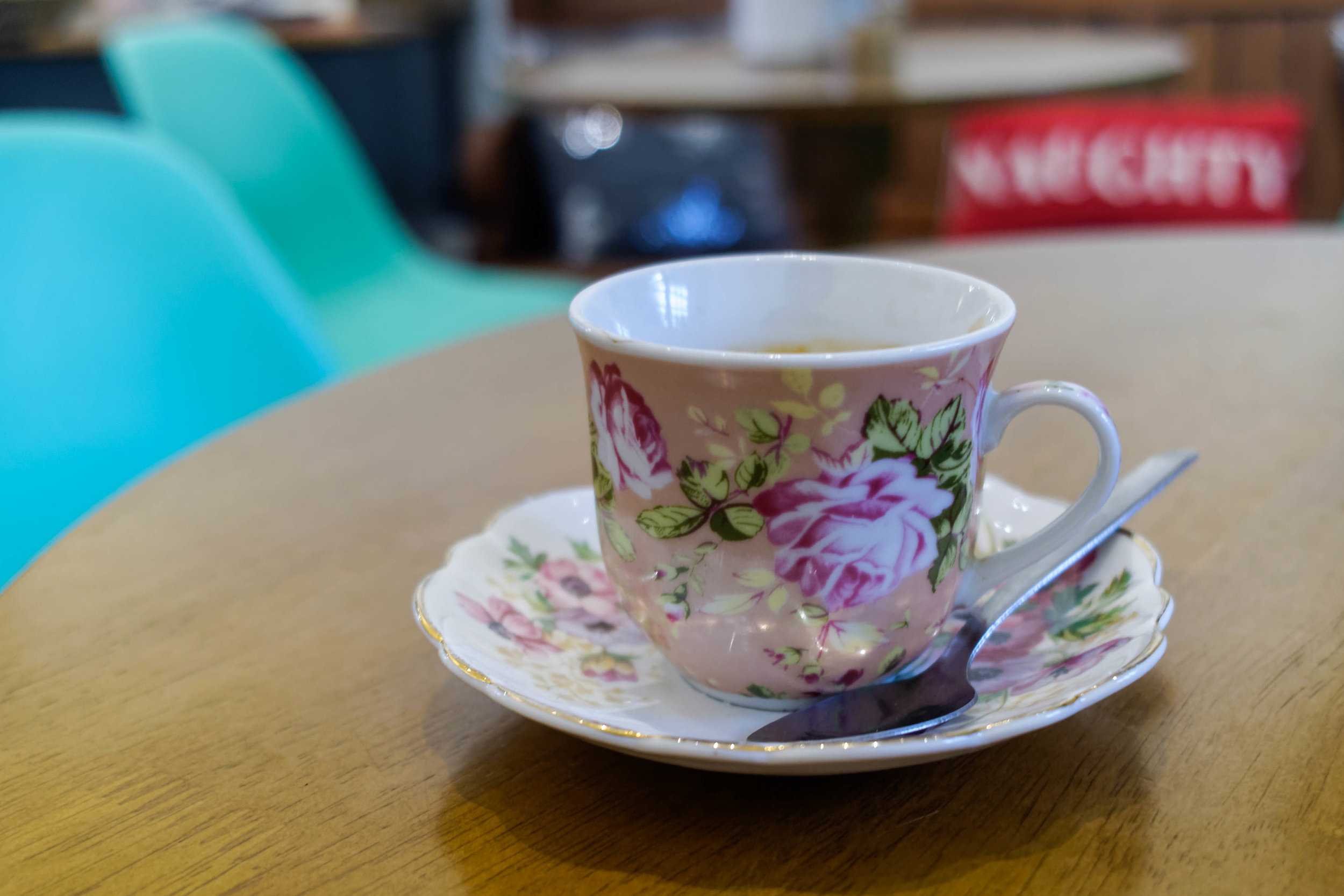 Coffees and cakes are served on gorgeous, dainty floral dishes.