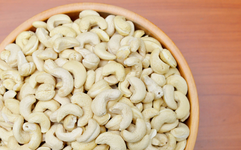 Our wholesome raw organic cashews, their creamy sweetness and nutritional values preserved by the cold-process of the  Flores hand-cracking  method.