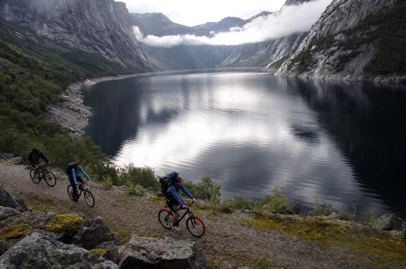 trolltunga bikeride.jpg