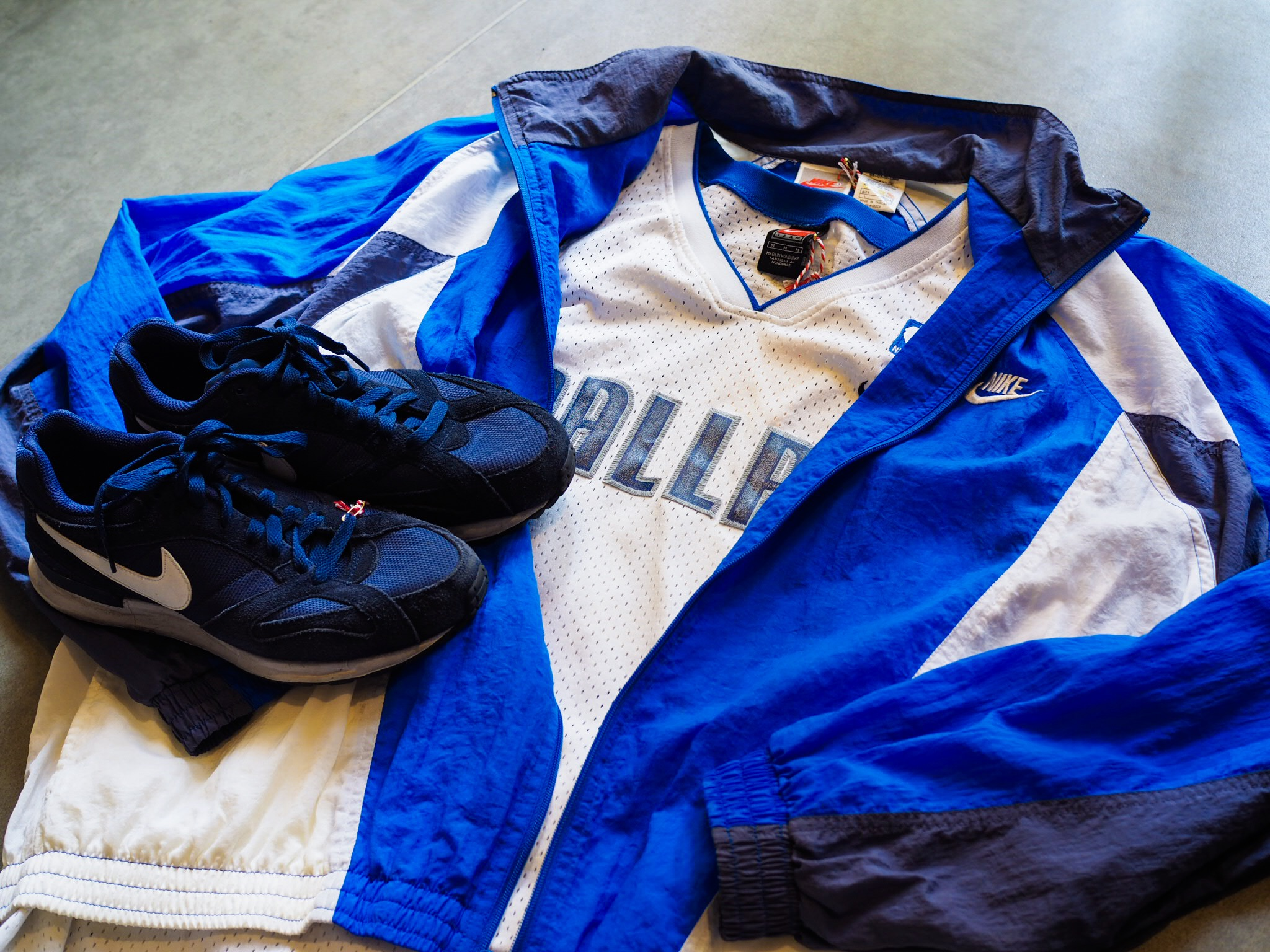 Something blue? A Nike NBA Jersey, classic sports jacket combo is versatile and bright. Pair with jeans, joggers, shorts in summer and while your on our Nike train, team the outfit up with some Nike Air Pegasus trainers.