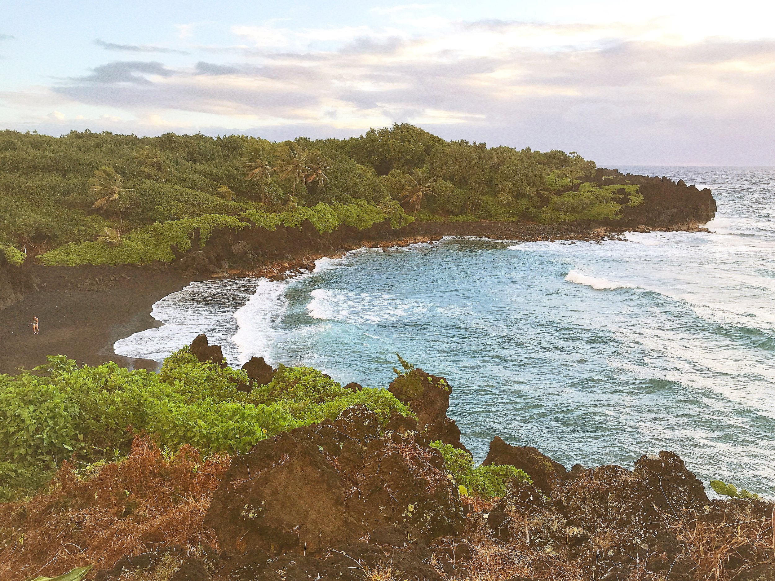 maui travel guide. black sand beach.