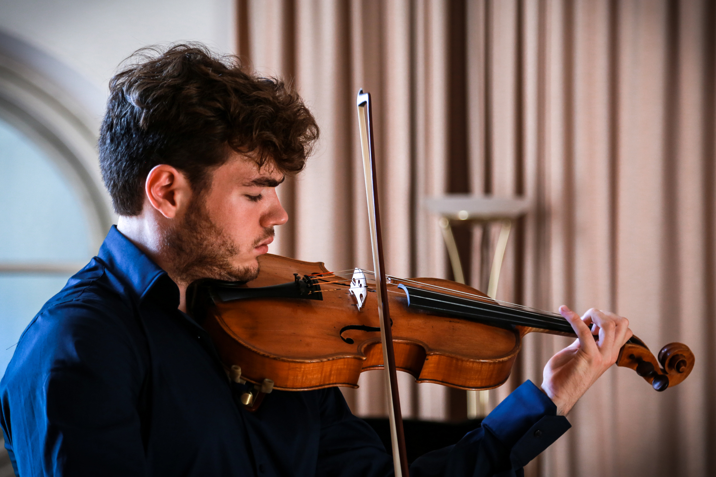 Thursday, 20th February - Timothy Ridout - violahttp://www.timothyridout.comFuchs: Selection of Fantasy Études for solo violaJS Bach/Kodaly: Fantasia Cromatica in D minor BWV 903Hindemith: Sonata for solo viola Op.25 No.1JS Bach: Chaconne from the Partita No.2 in D minor BWV 1004