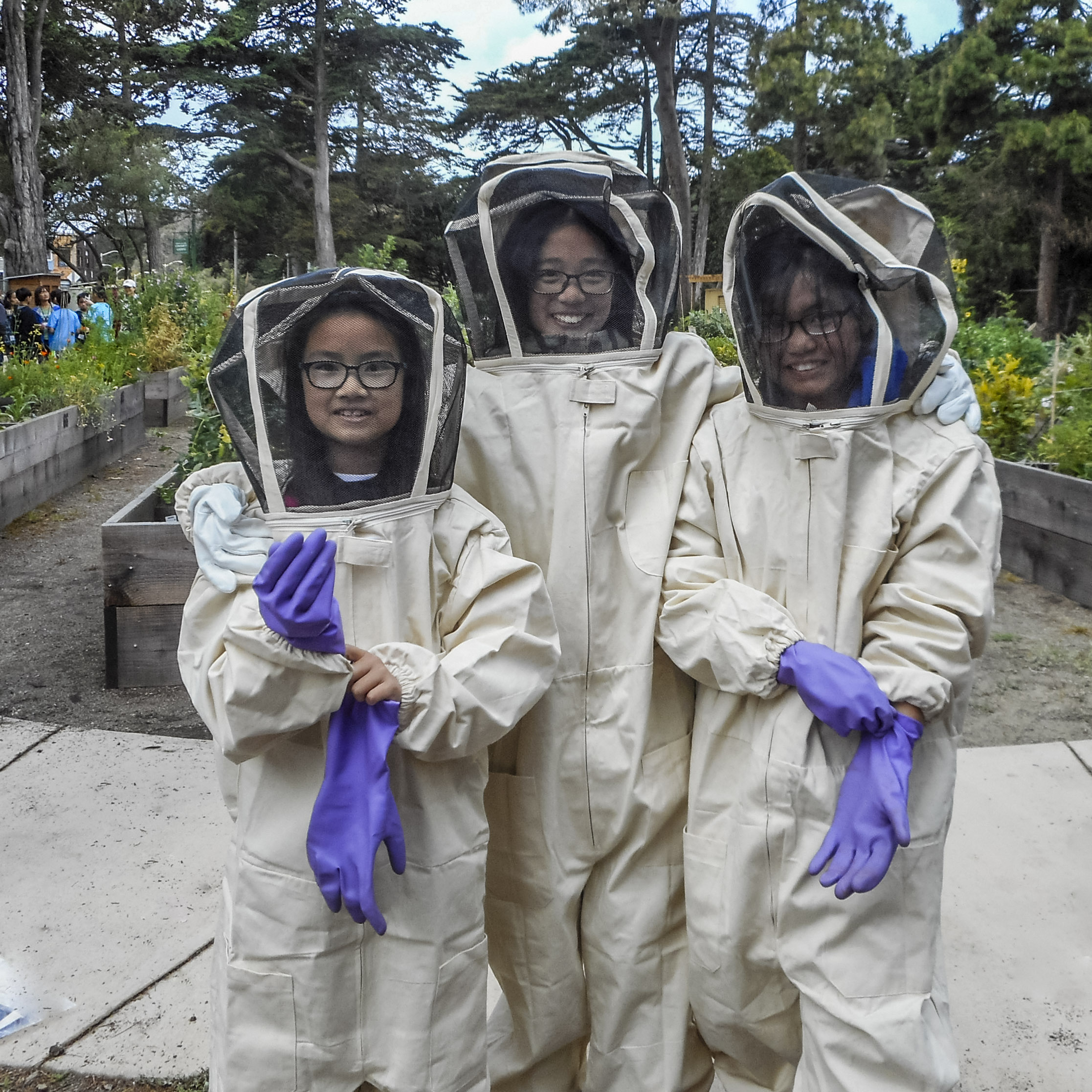 Planet Bee Students Excited to Investigate the Hive__Adopt A Hive_ Photo Courtesy of Planet Bee Foundation..jpg