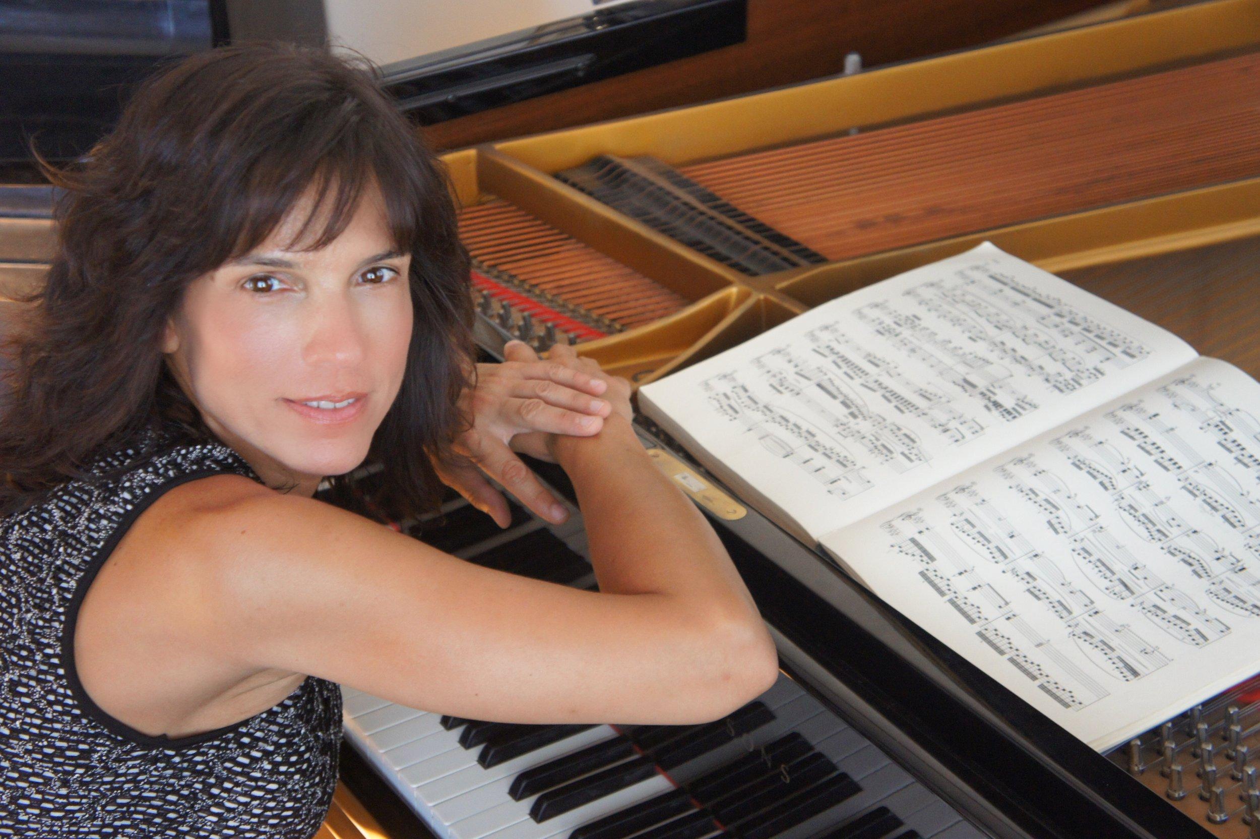Maria Asteriadou,Pianist