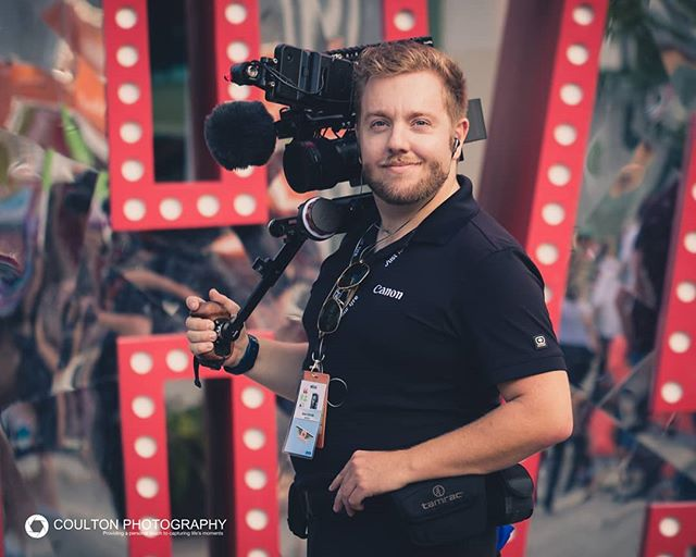 While I'm busy out lighting something as #gaffer I can't share due to NDA on the project, here is a shot of me with my #shoulderrig shot by the fabulous @_selenapb over the weekend at the final day of the @justforlaughs #festival --- 📸 - #canon5dmarkiii Edited by me in #adobelightroom