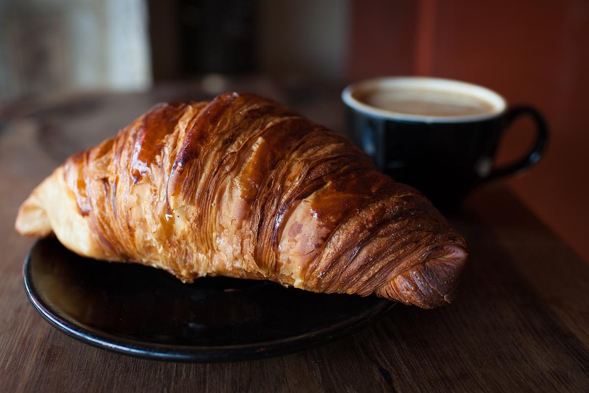 _MG_3111_croissantcoffee.jpg