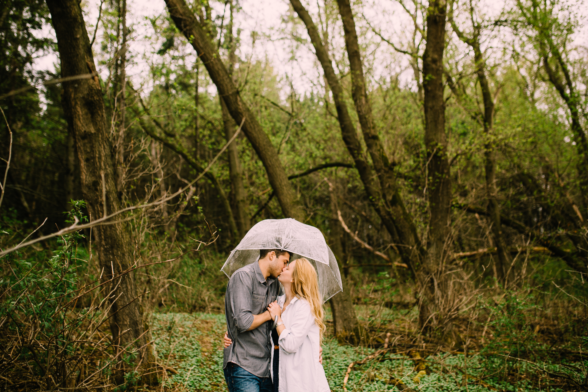 minneapolis-engagement-rain-umbrella