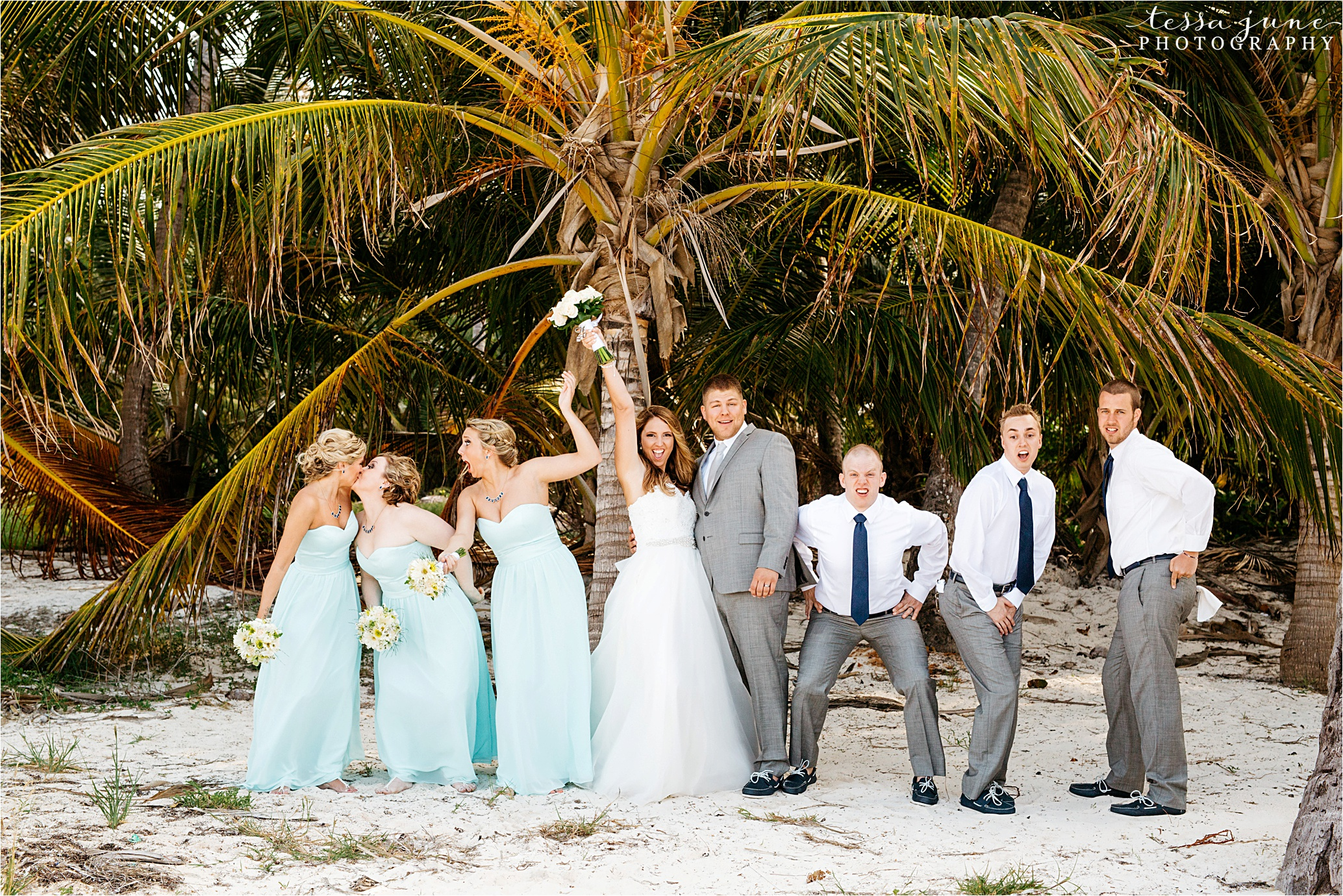 punta-cana-destination-wedding-dreams-palm-beach-resort-bridal-party