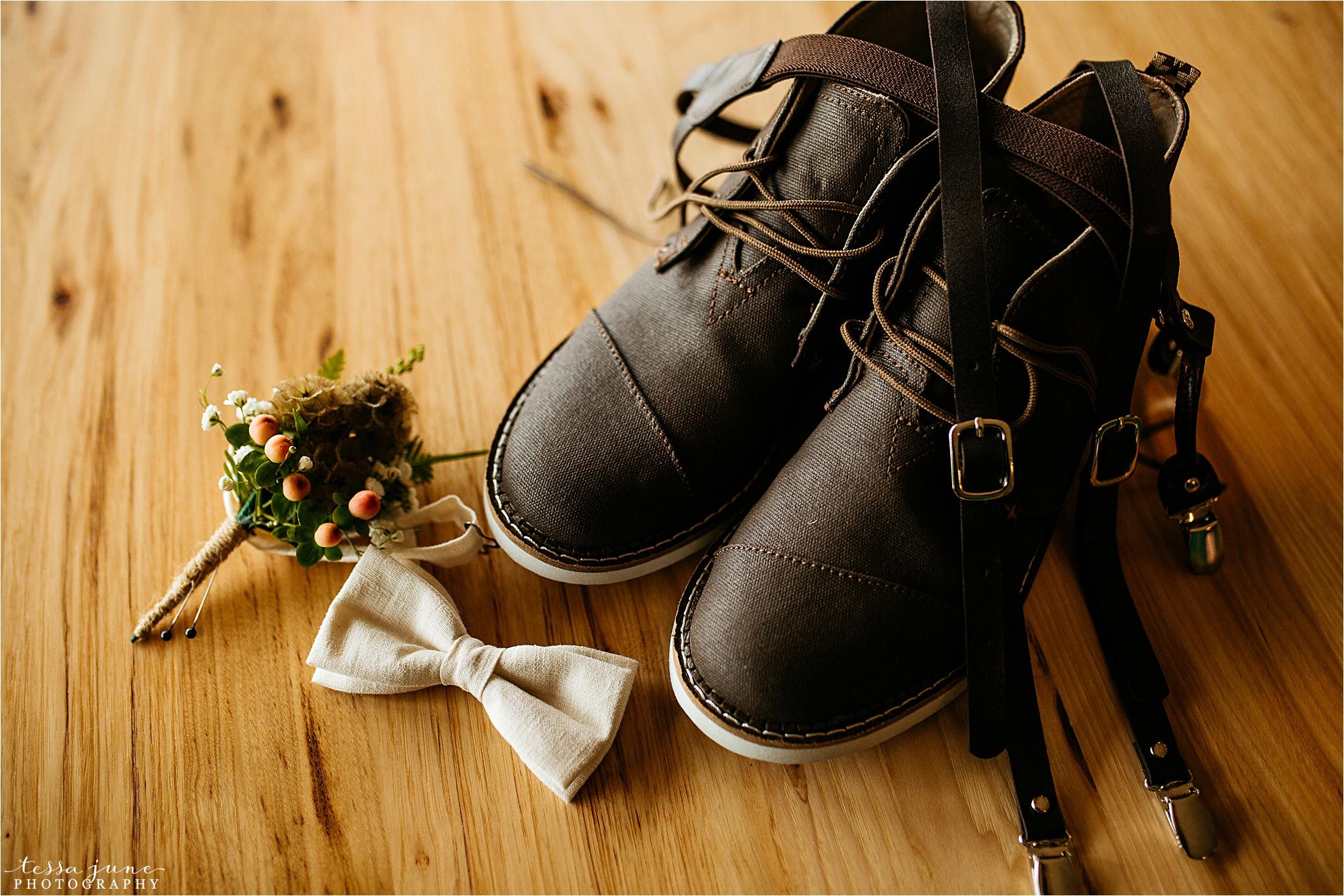 bohemian-forest-wedding-stillwater-minnesota-flower-crown-st-cloud-photographer-groom