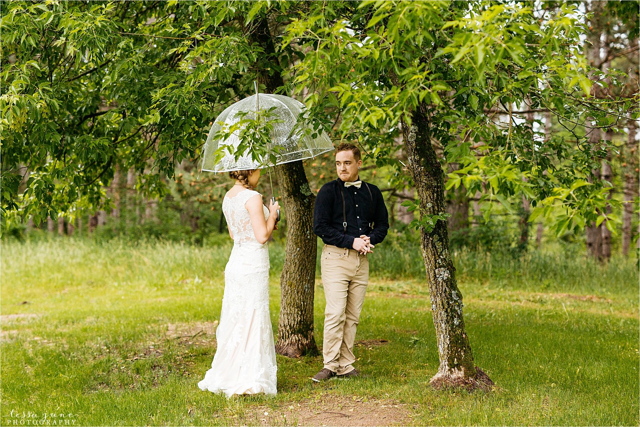 bohemian-forest-wedding-stillwater-minnesota-flower-crown-st-cloud-photographer-rain-first-look