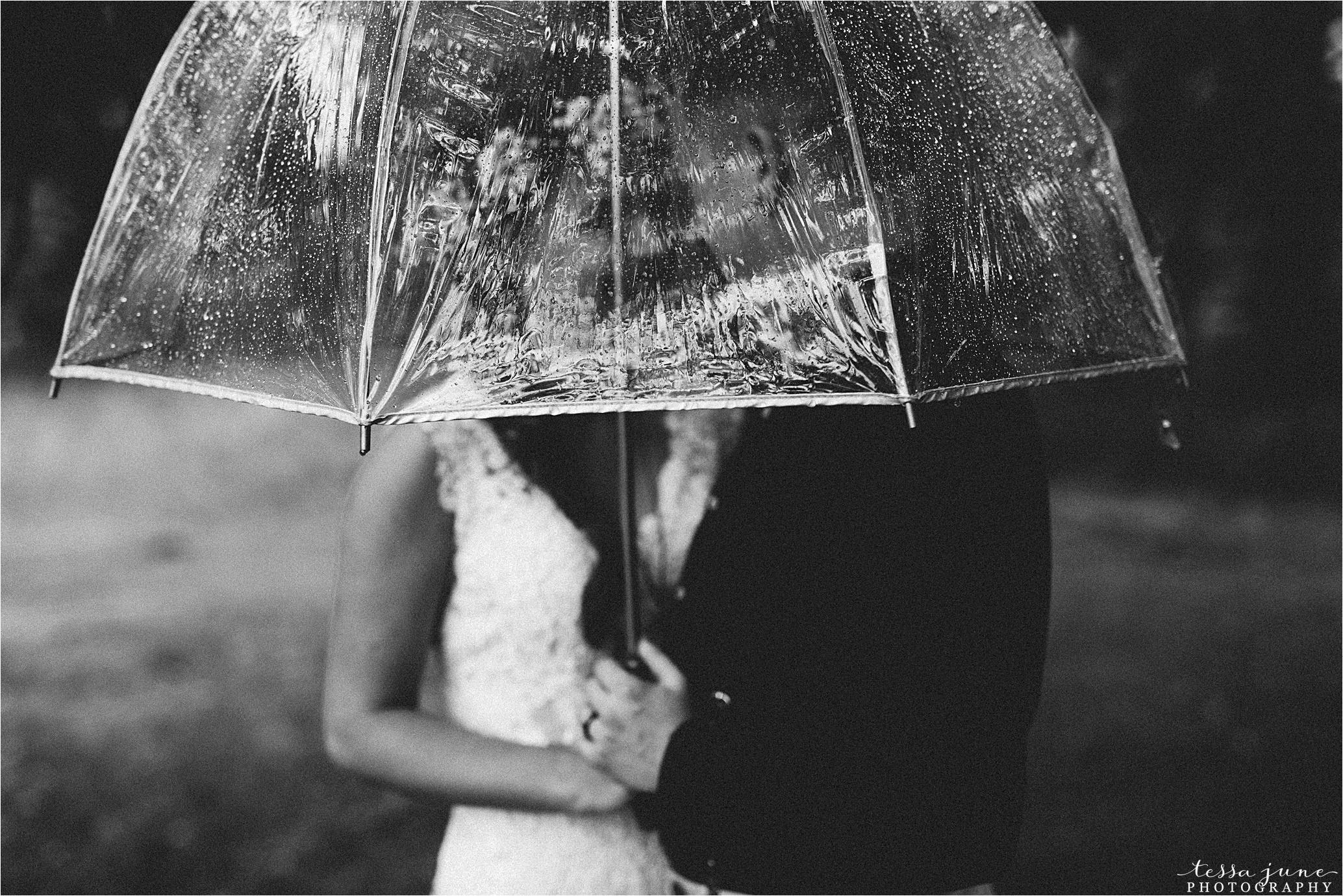 bohemian-forest-wedding-stillwater-minnesota-flower-crown-st-cloud-photographer-rain